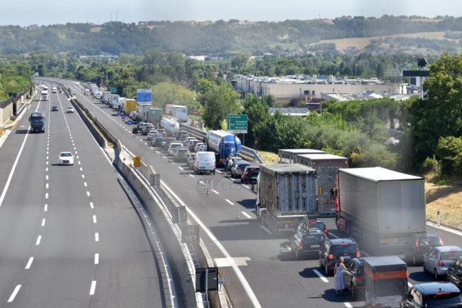 coda-traffico-autostrada-a14-uscita-civitanova-FDM-2-650x433
