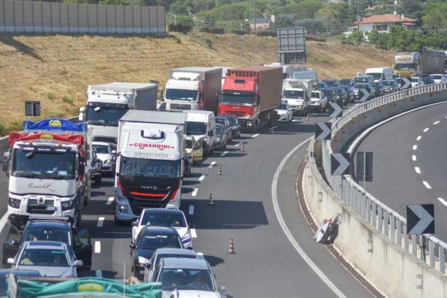 coda-traffico-autostrada-a14-uscita-civitanova-FDM-4-650x433