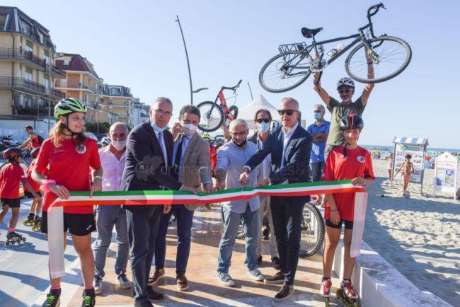 inaugurazione-nuova-ciclovia-lungomare-nord-carassai-cognigni-ciarapica-ceriscioli-borroni-micucci-civitanova-FDM-5-650x434
