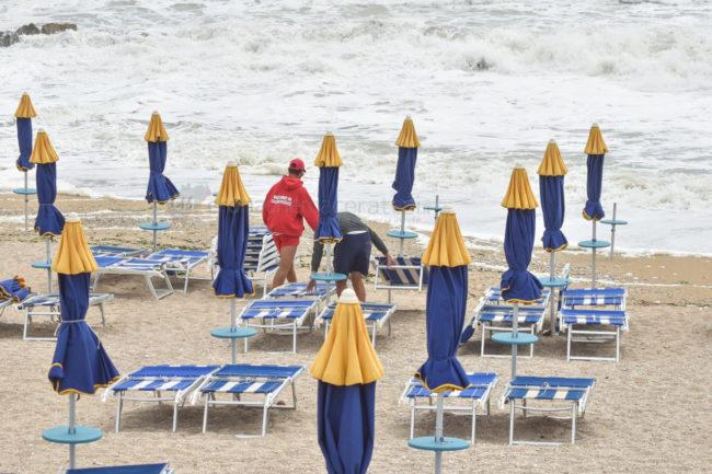 mareggiate-mare-spiaggia-scossicci-porto-recanati-FDM-1-650x433