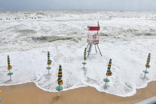 mareggiate-mare-spiaggia-scossicci-porto-recanati-FDM-8-650x434