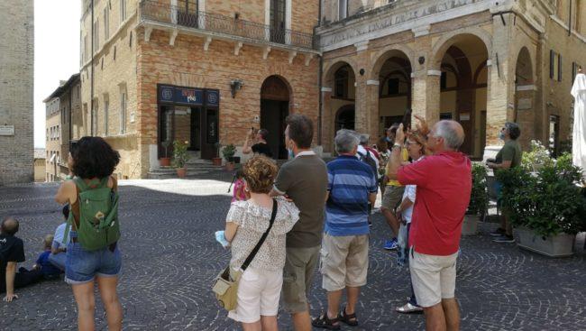 turisti-macerata1-650x367