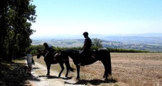 Controllo-Carabinieri-a-cavallo-sul-Conero