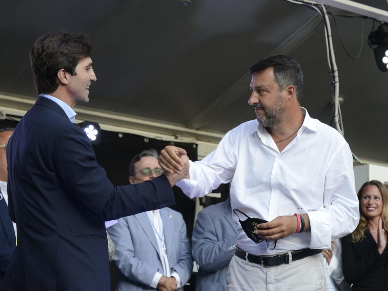 Viareggio, Veronesi jr. scende in piazza e contesta Salvini