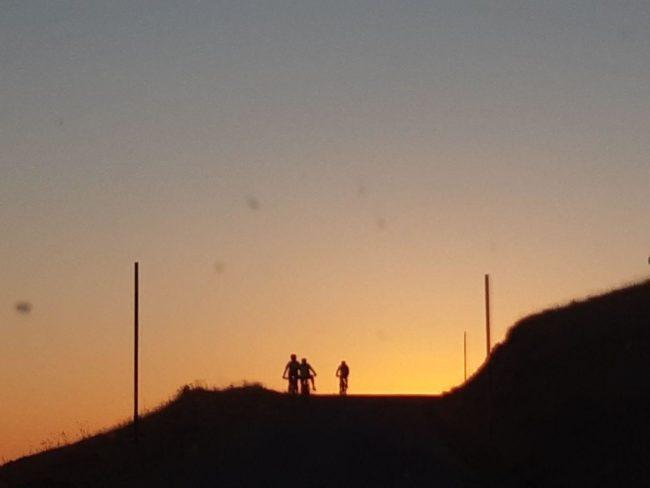 bolognola-biker-al-tramonto