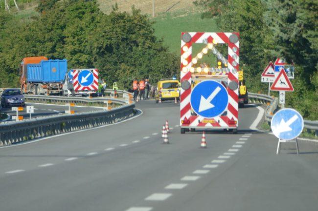 camion-ribaltato-serrapetrona-caccamo-1-650x433