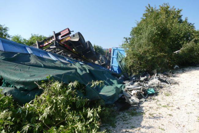camion-ribaltato-serrapetrona-caccamo-7-650x433