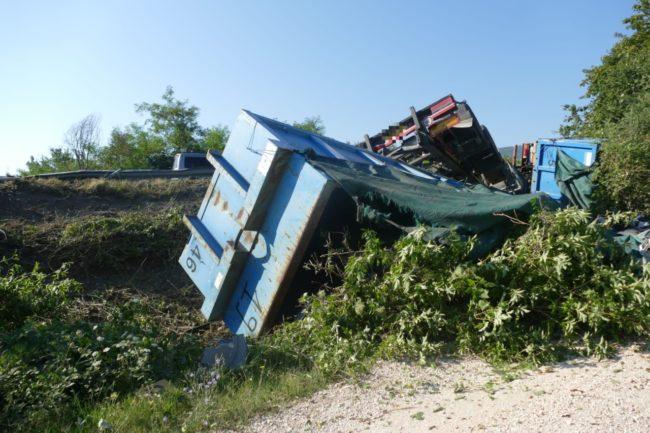 camion-ribaltato-serrapetrona-caccamo-8-650x433