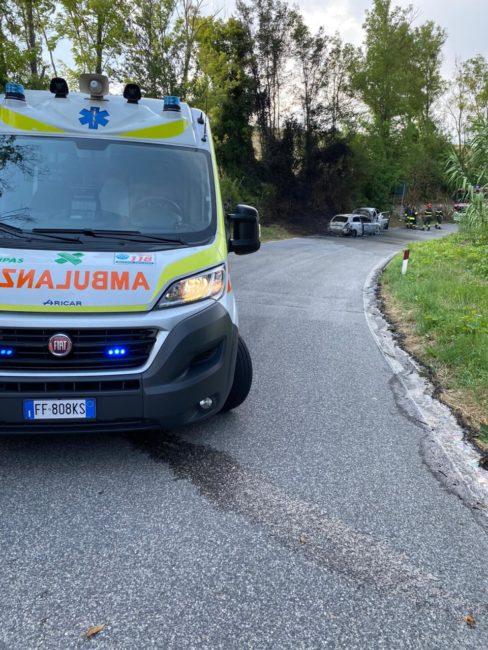 incidente-mogliano-auto-a-fuoco-4-488x650