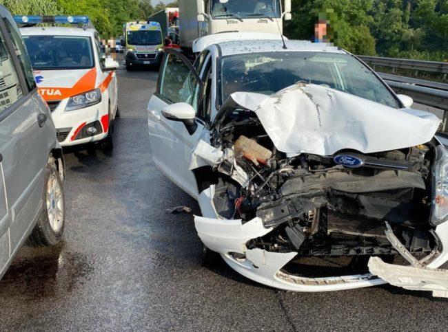 incidente-superstrada-morrovalle-corridonia-1-2-e1596472798131-650x483