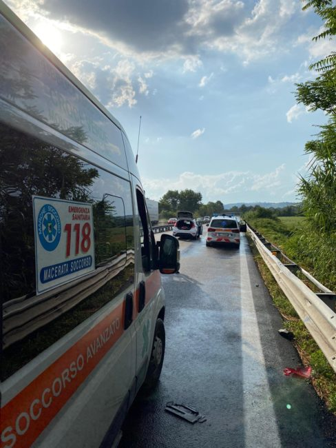 incidente-superstrada-morrovalle-corridonia-1-3-488x650