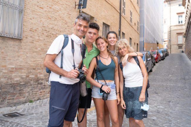 turisti-a-macerata-agosto-2020-foto-ap-15-650x433