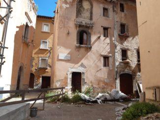 visso-sisma-terremoto-piazza