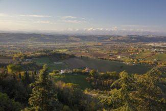 Panorama-dallOrto-sul-Colle-dellInfinito-Recanati-MC-Foto-Dario-Fusaro-2017_C-FAI-Fondo-Ambiente-Italiano-325x217