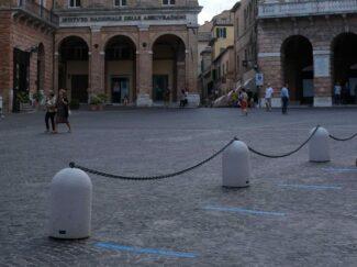 catene-piazza-liberta