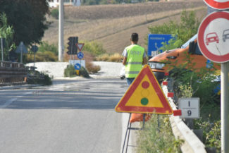 chiusura-corsia-ponte-chiarino-strada-regina-anas-FDM-6-325x217