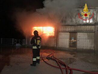 incendio capannoni appignano (1)