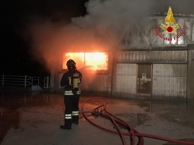 incendio-capannoni-appignano-1
