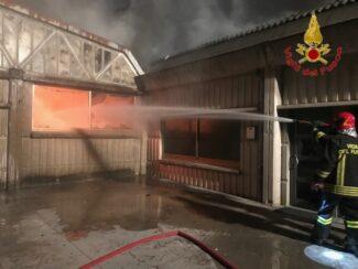 incendio-capannoni-appignano-2-325x244