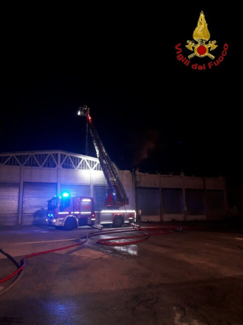 incendio-capannoni-appignano-3-487x650