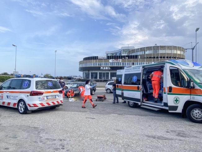 incidente-auto-ciclista-soccorsi-via-pellico-civitanova-2-650x488