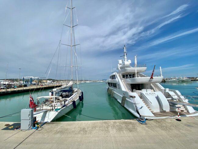 lota-imbarcazione-yacht-vela-2-650x488