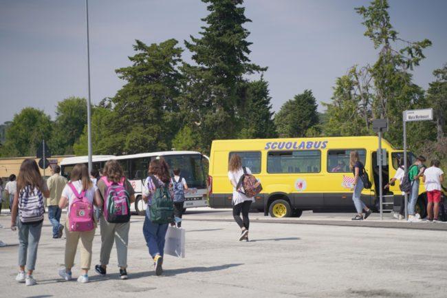 ritorno-a-scuola-covid-2020-studenti-macerata-foto-ap-13-650x433