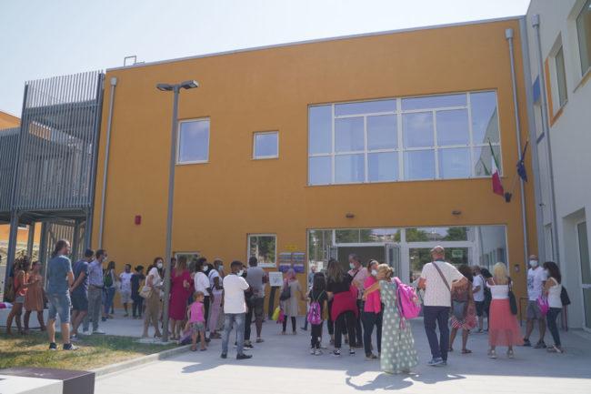 ritorno-a-scuola-covid-2020-studenti-macerata-foto-ap-15-650x433