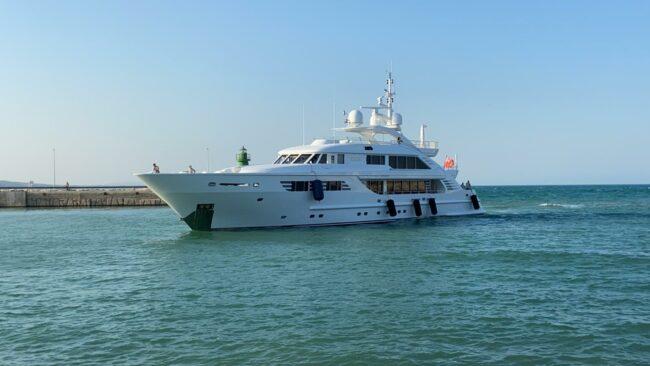 yacht-1-650x366