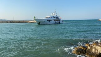 yacht-3-325x183