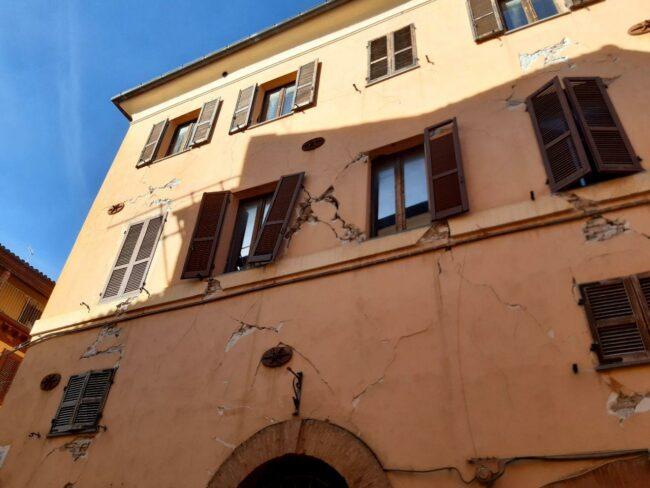 Camerino-terremoto-2020-centro-storico6-650x488