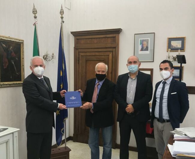 Foto-delegazione-Confartigianato-con-Prefetto-di-Macerata-e1603991378427-650x529