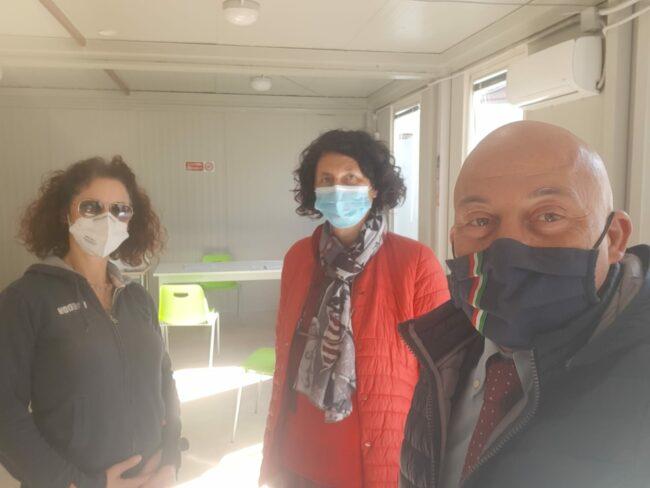 Il-sindaco-Sandro-Sborgia-nei-locali-adibiti-per-i-vaccini
