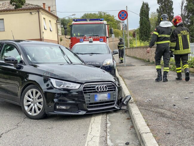 incidente-via-del-pincio-scontro-tra-auto-civitanova-FDM-4-650x488