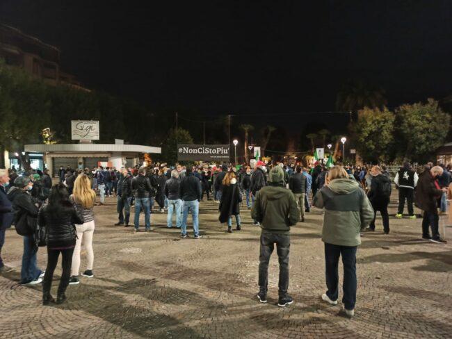 protesta-piazza-civitanova-30-ottobre-4-650x488