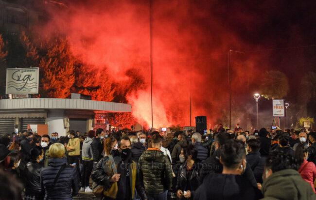 protesta-ristoratori-covid-piazza-xx-settembre-civitanova-FDM-10-650x413