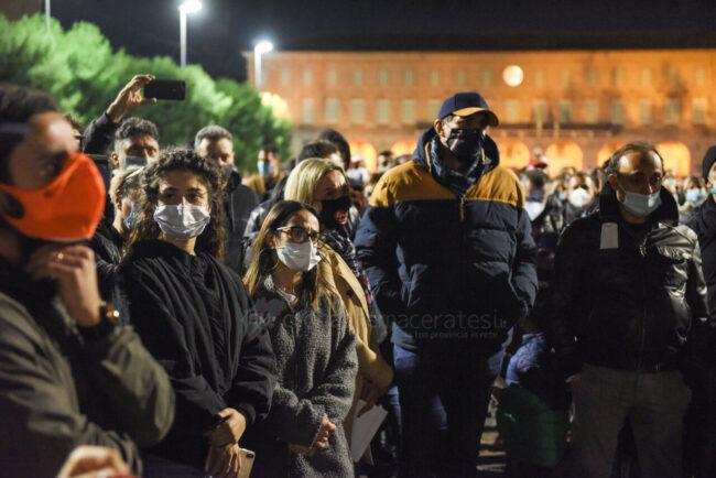protesta-ristoratori-covid-piazza-xx-settembre-civitanova-FDM-12-650x434