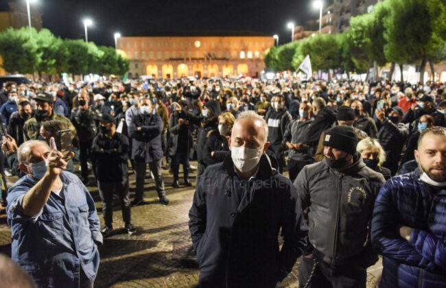 protesta-ristoratori-covid-piazza-xx-settembre-civitanova-FDM-6-650x420