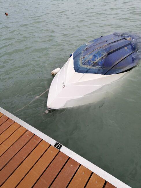 barca-affondata-2-488x650