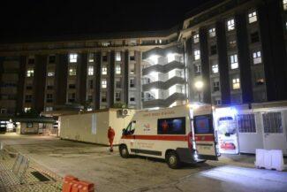 covid-ospedale-macerata-pronto-soccorso-container-5-325x217