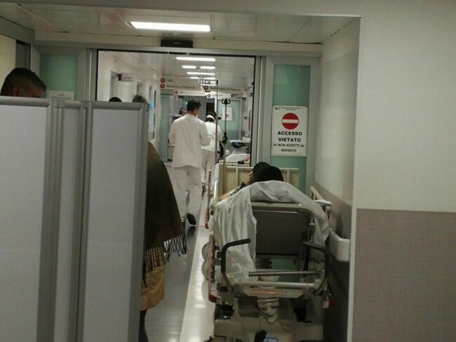 covid-ospedale-macerata-pronto-soccorso-container-6-650x487