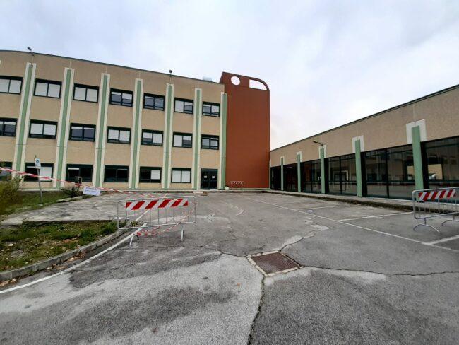 ospedale-camerino-nuovo-ingresso-ambulanze-covid-2-650x488