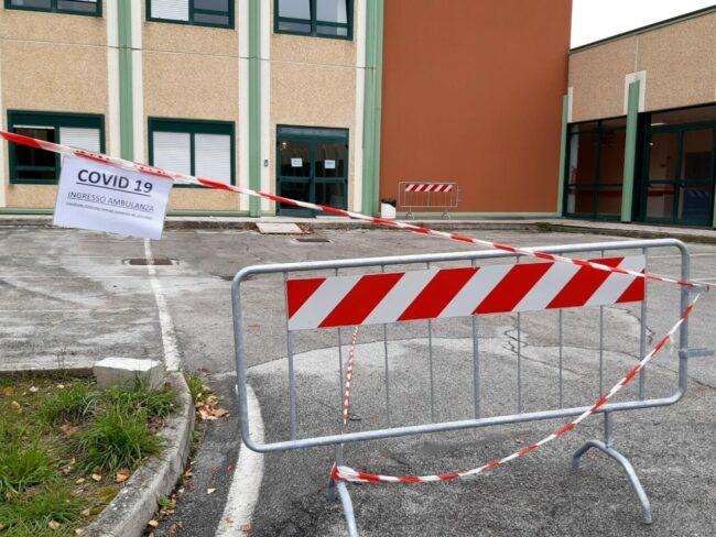ospedale-camerino-nuovo-ingresso-ambulanze-covid-6-650x488