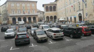 piazza-della-liberta-auto