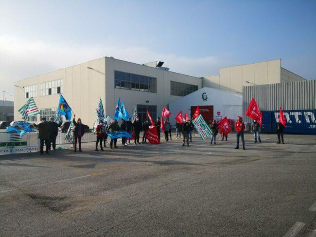 protesta-sindacati-covid-center-4-650x488