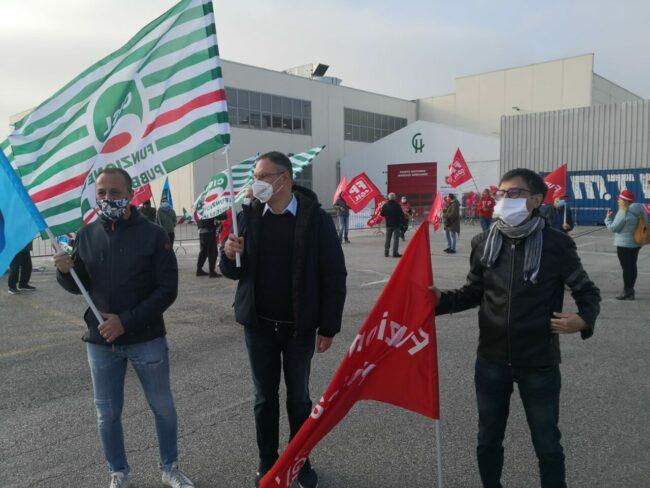 protesta-sindacati-covid-center-5-650x488