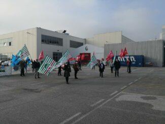 protesta-sindacati-covid-center-6-325x244