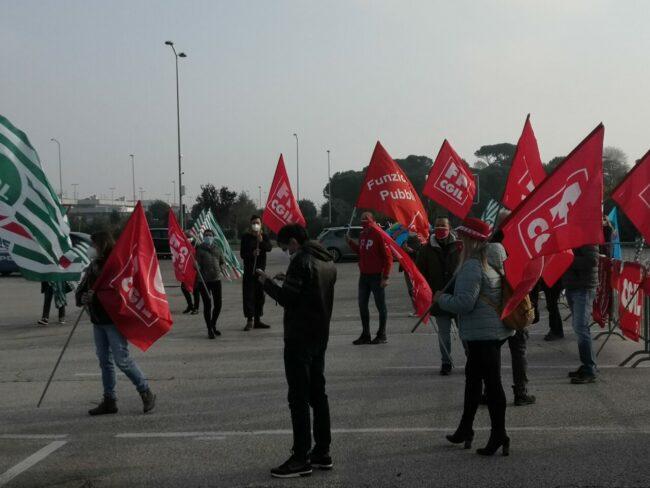 protesta-sindacati-covid-center-8-650x488