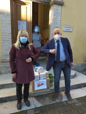 sindaco-camerino-consegna-mascherine-a-san-severino