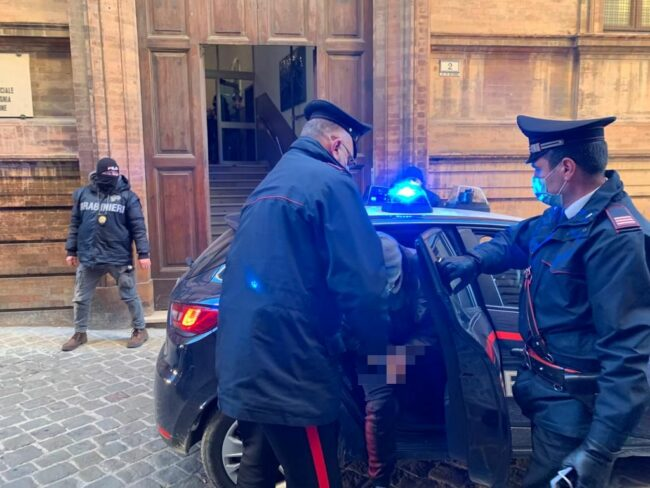 arresti-spaccio-macerata11_censored-650x488